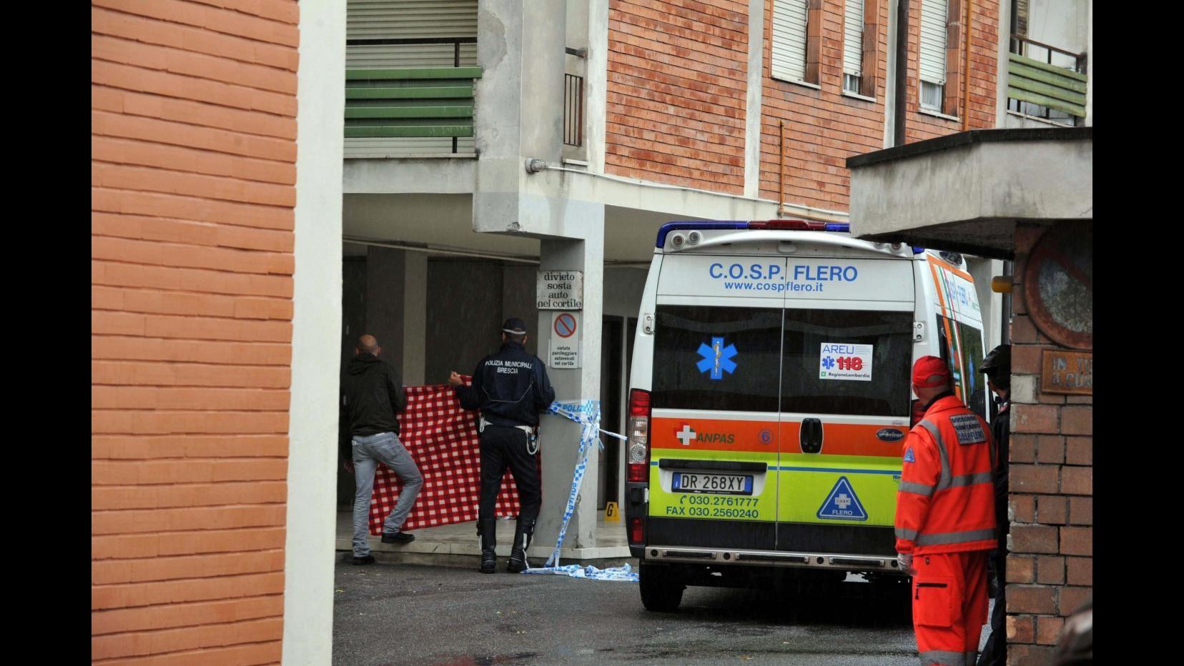 Milano, 39enne aggredito nella notte a bottigliate in testa