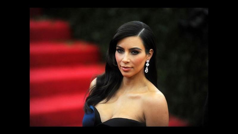 Manicure in rosa per la figlia di Kim Kardashian