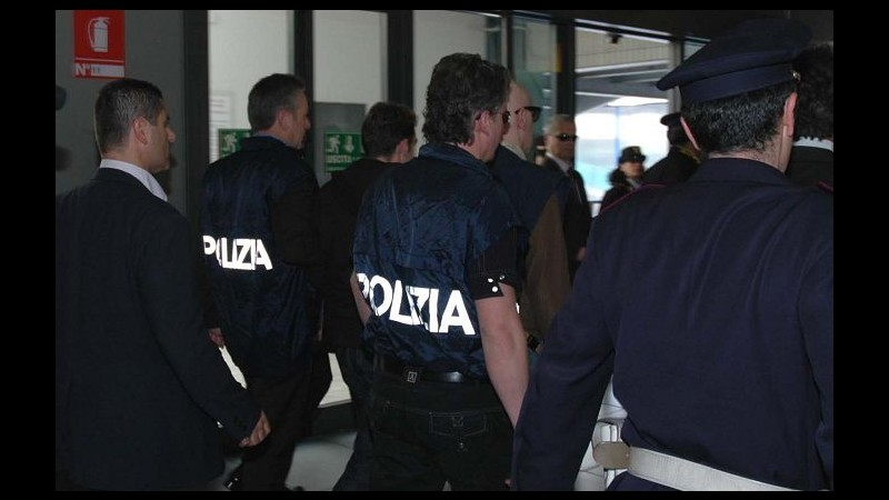 Perquisizioni polizia tra militanti Veneto Fronte Skinheads