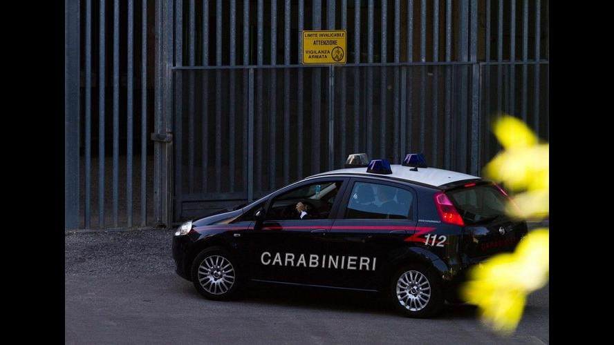 Napoli, sequestra consuocera e minaccia di incendiare casa: fermato 80enne