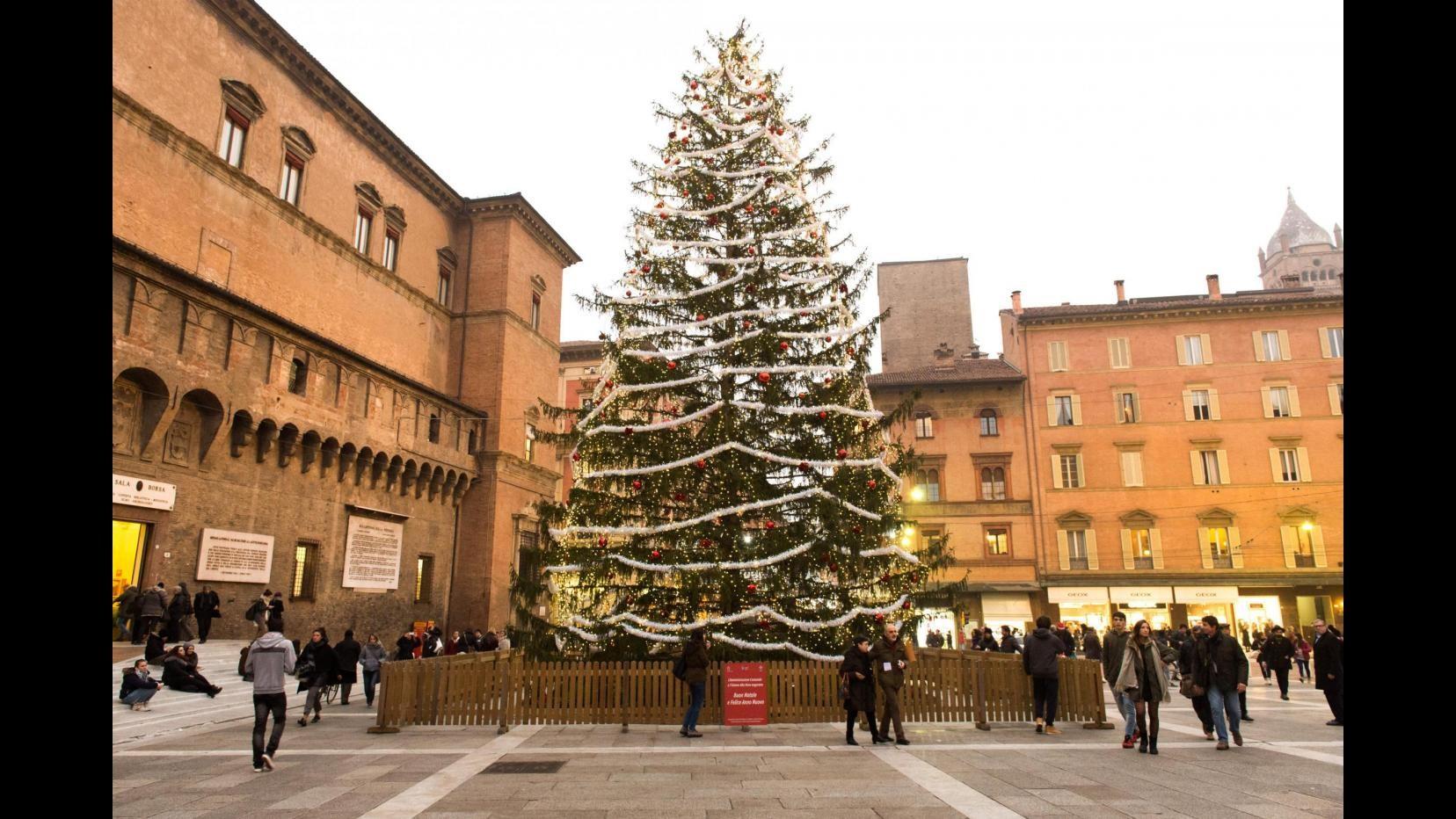 Natale, Federconsumatori: spesa per regali -1,6% rispetto al 2014