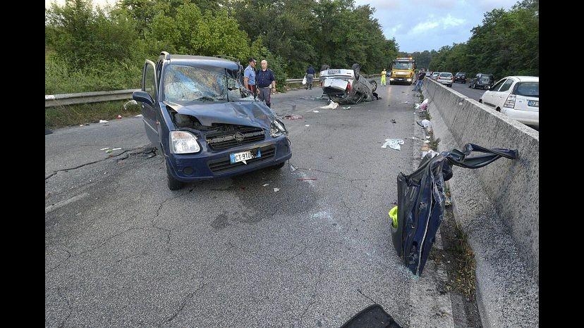 Milano, incidente stradale a Busto Garolfo: 4 feriti, tra cui un 12enne