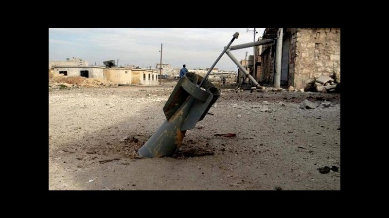Siria, attivisti: 20 civili uccisi, tra cui 7 bimbi, in raid regime