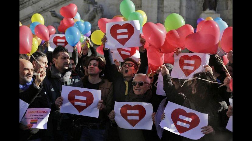 Unioni civili, Equality Italia: In Grecia dono di Natale, e in Italia?