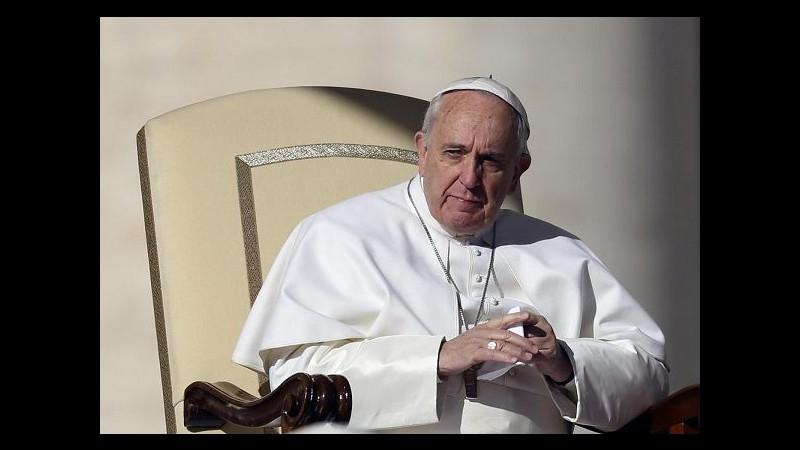 Papa: 'Malattie curiali' hanno causato dolore. E presenta 'catalogo delle virtù'