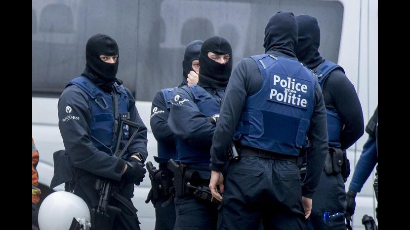 Parigi, blitz nella notte a Bruxelles: due arresti