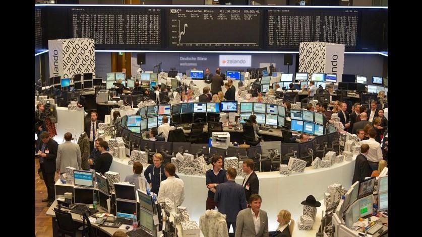 Borsa, affondano in chiusura listini europei, Francoforte -4,3%