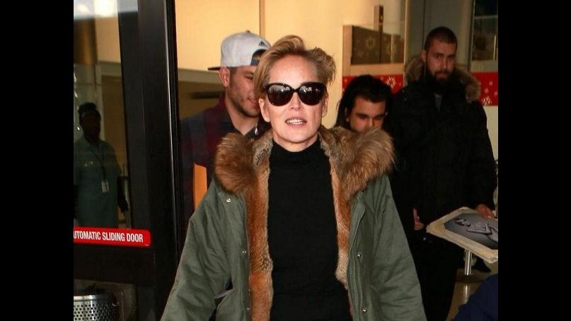 Sharon Stone: look casual al ritorno dalle vacanze
