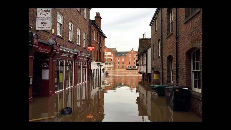 Regno Unito, in arrivo tempesta 'Frank': minaccia zone già alluvionate