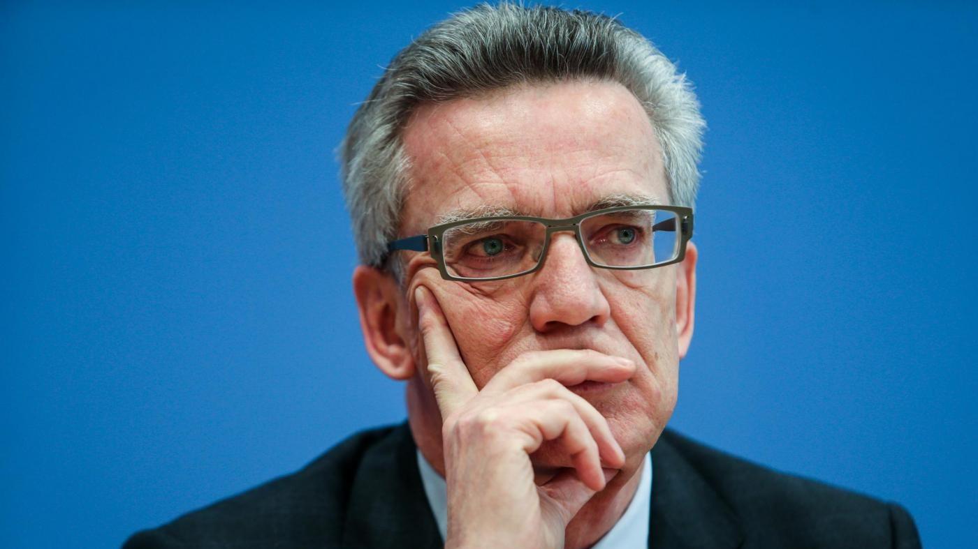 Colonia, ministro de Maiziere: No a sospetto generalizzato contro migranti