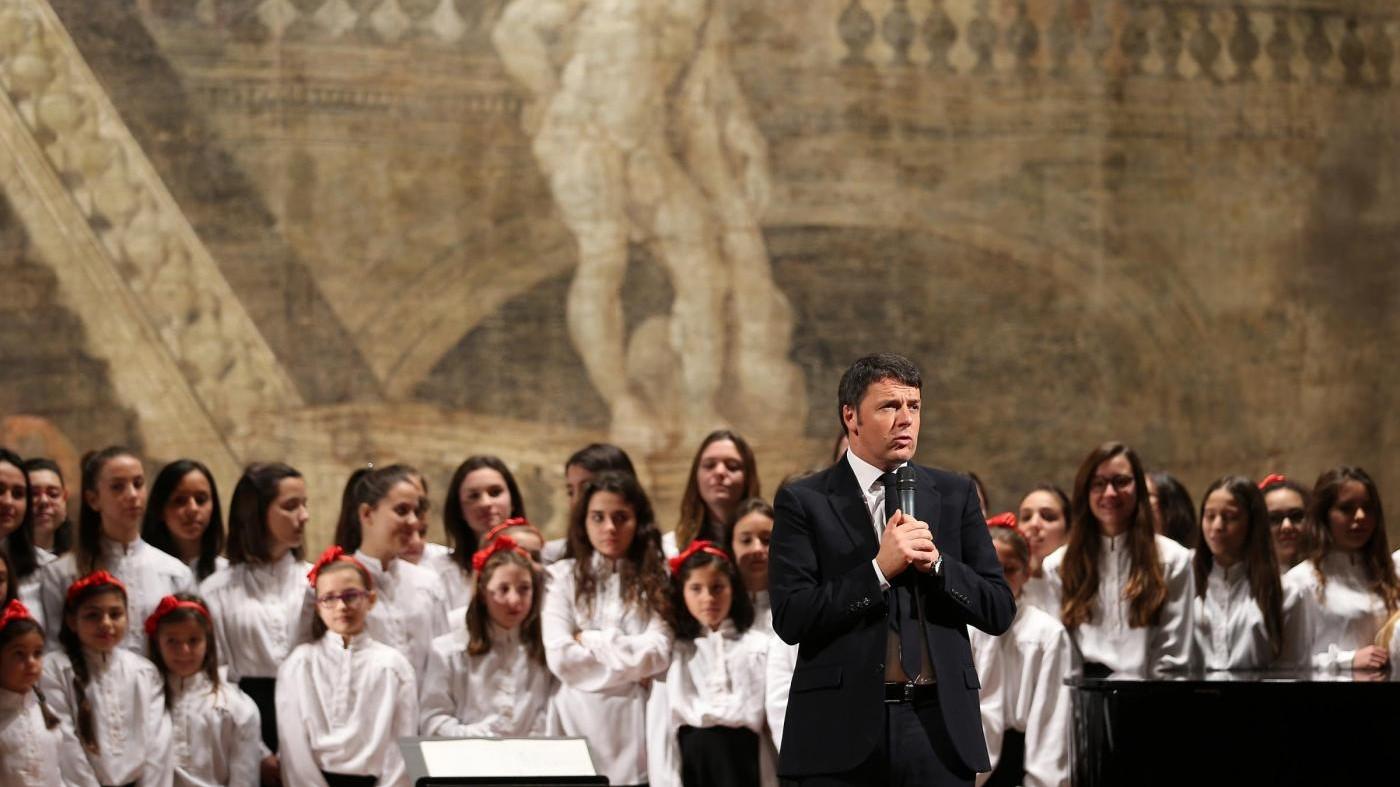 Renzi sfida l'Ue da Caserta: Italia non si fa telecomandare