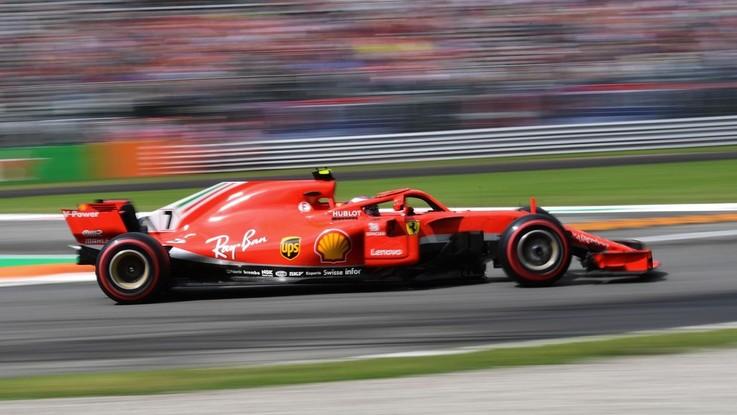F1, a Monza prima fila tutta Ferrari: Raikkonen davanti a Vettel