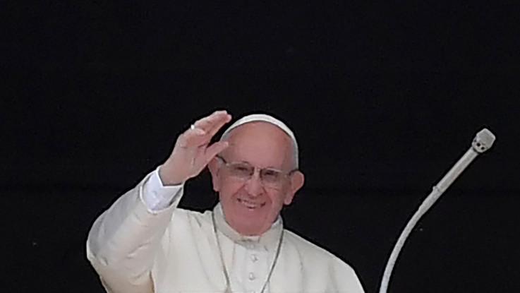 """Pedofilia, nuove accuse Viganò: """"Papa ha mentito sul caso Davis"""""""