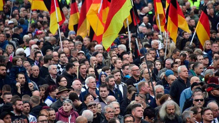 Germania, scontri ultradestra-antirazzisti a Chemnitz: tensione resta alta