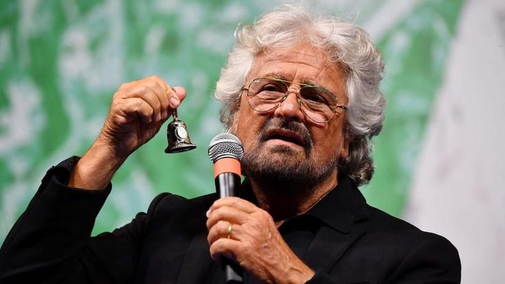 """Beppe Grillo compie 70 anni. M5S lo omaggia: """"Paziente 0 che ha diffuso virus"""""""