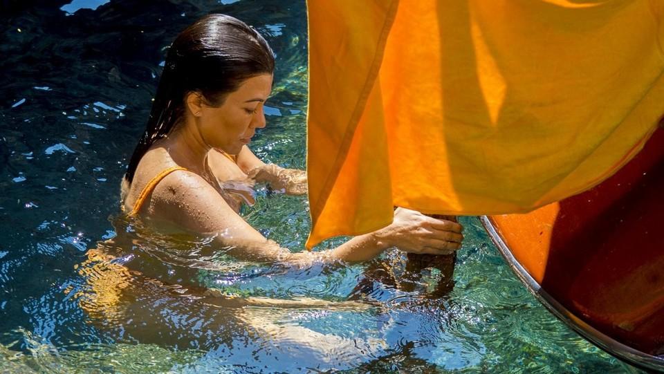 Kourtney Kardashian in barca a Capri ©Maurizio Sorge/LaPresse