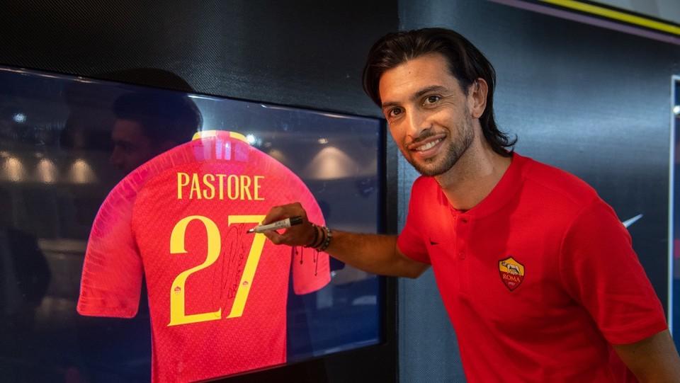 Pastore firma il contratto con l'AS Roma ©Fabio Rossi AS Roma