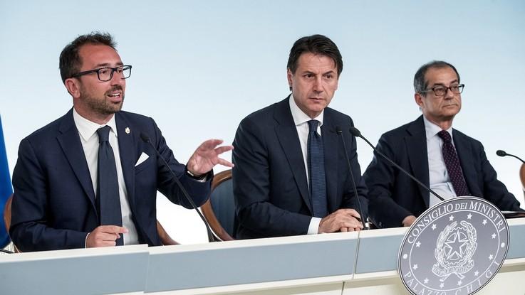 Milleproroghe: slitta e cambia la riforma delle Bcc, stop a intercettazioni