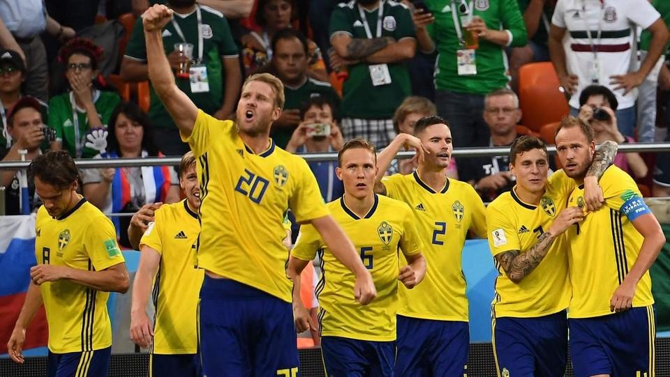 Granqvist festeggia con i compagni ©AFP/LaPresse
