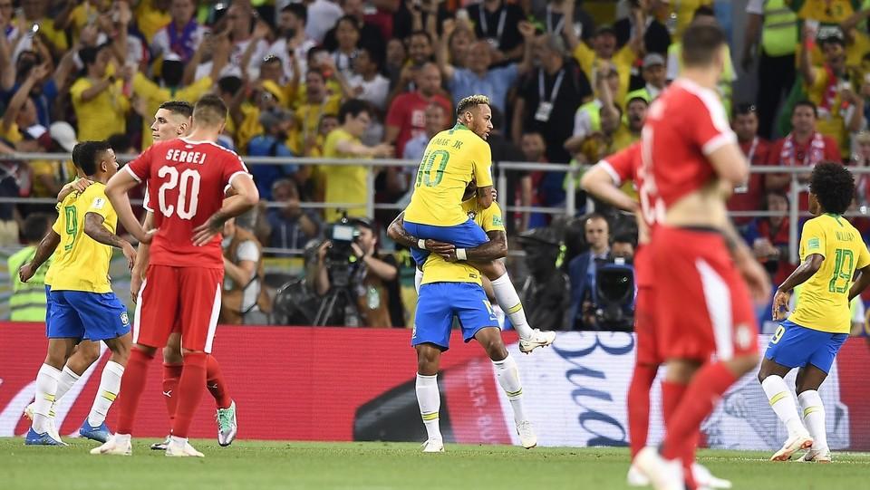 Paulinho esulta dopo il gol ©Fabio Ferrari/LaPresse