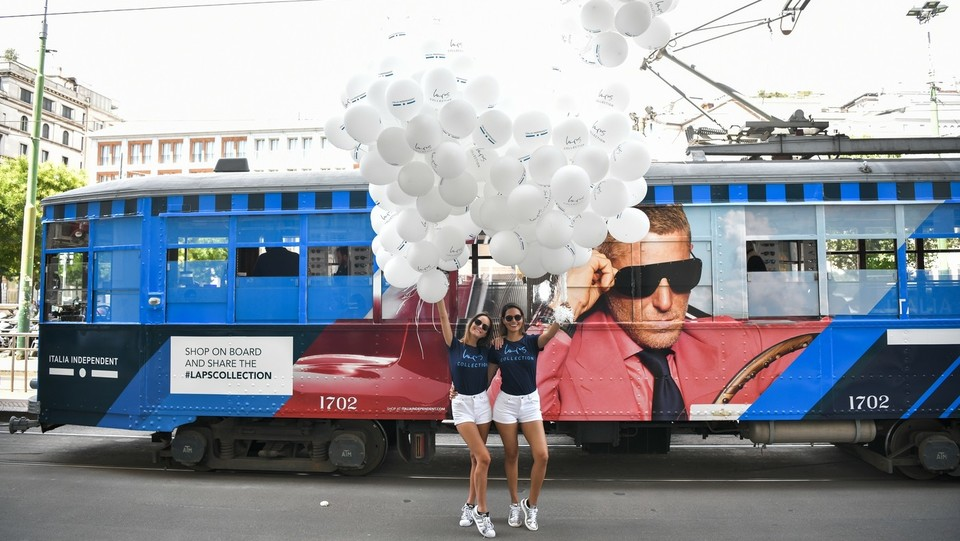 La nuova campagna pubblicitaria su un tram a Milano ©Piero Cruciatti/LaPresse