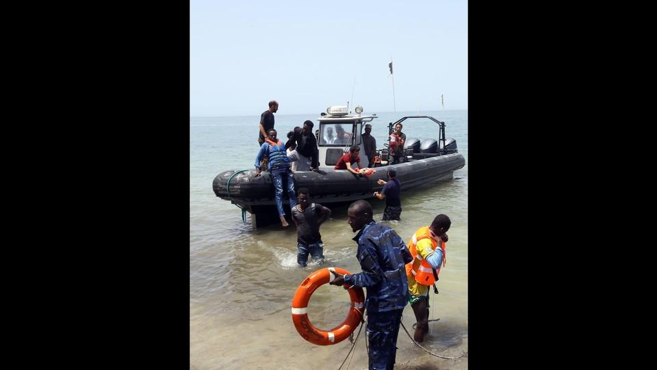Migranti, naufragio al largo della Libia: i sopravvissuti ©AFP/LaPresse