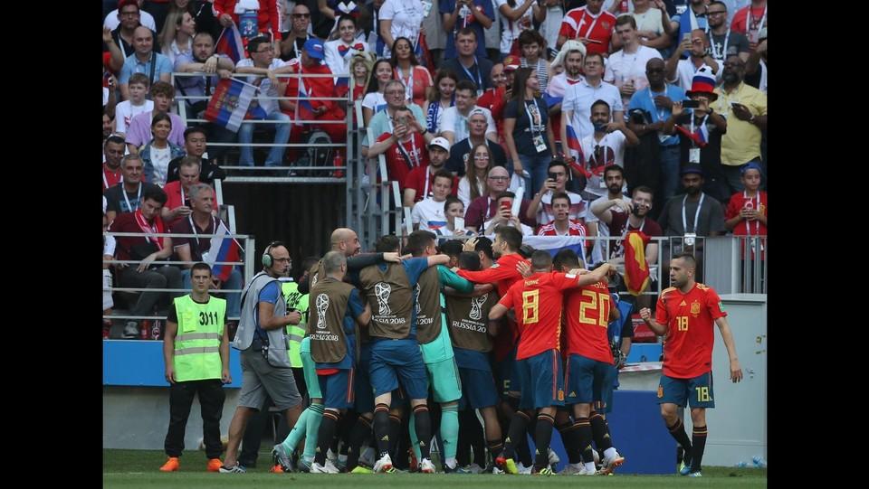 La Spagna esulta dopo il gol del vantaggio ©EXPA/LaPresse