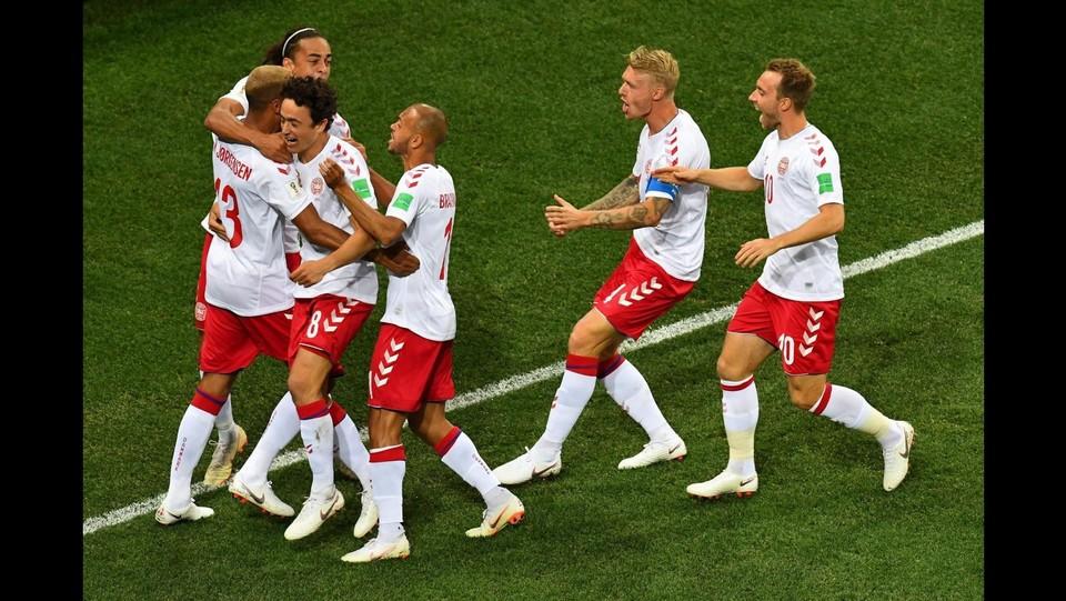 La Danimarca esulta per il gol di Jorgensen ©AFP/LaPresse