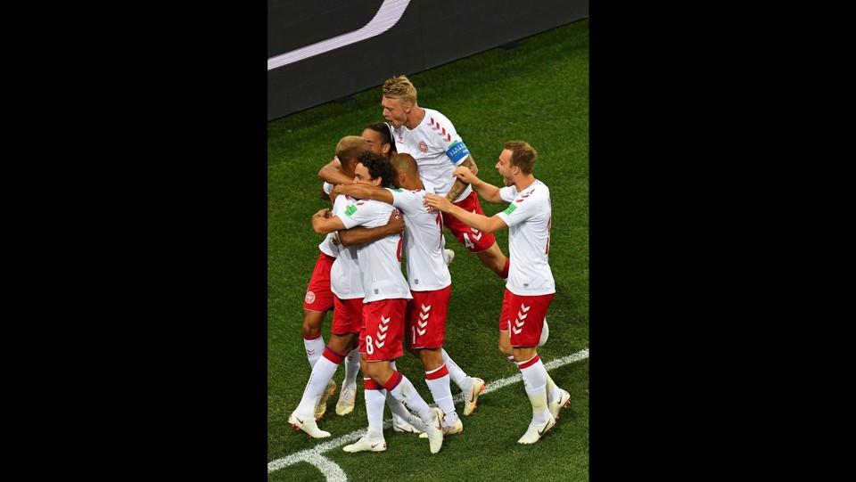 Jorgensen esulta con i compagni di squadra ©AFP/LaPresse