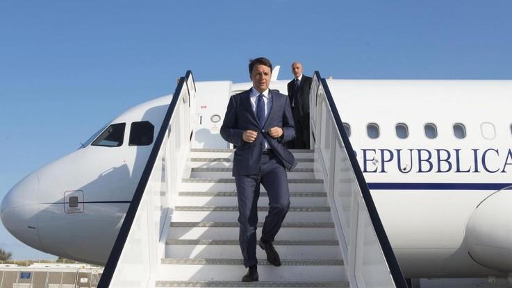 """Aereo Stato, stop di Conte. Di Maio: """"È la fine dell'Ancien Regime di Renzi"""""""