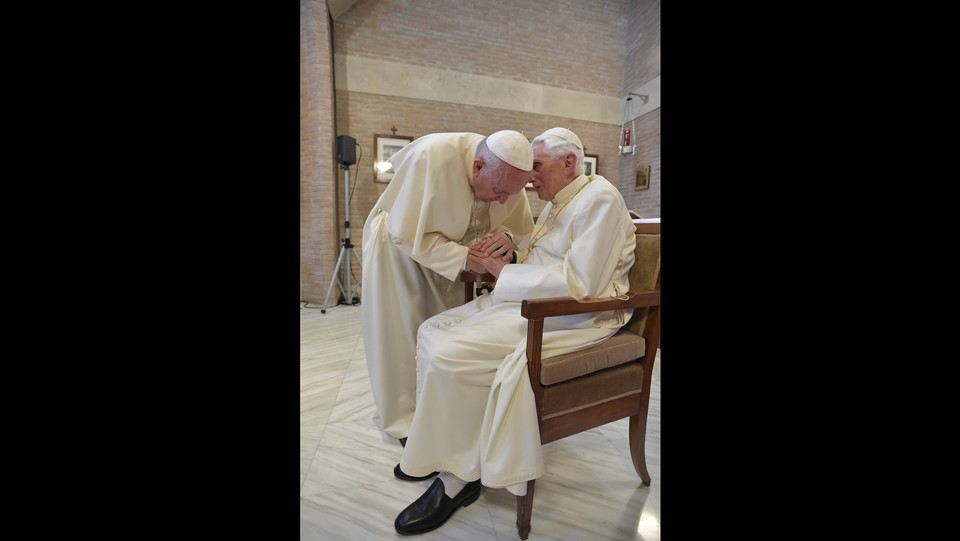 Roma, Il Saluto dei nuovi Cardinale a Papa Emerito ©Vatican Media/LaPresse