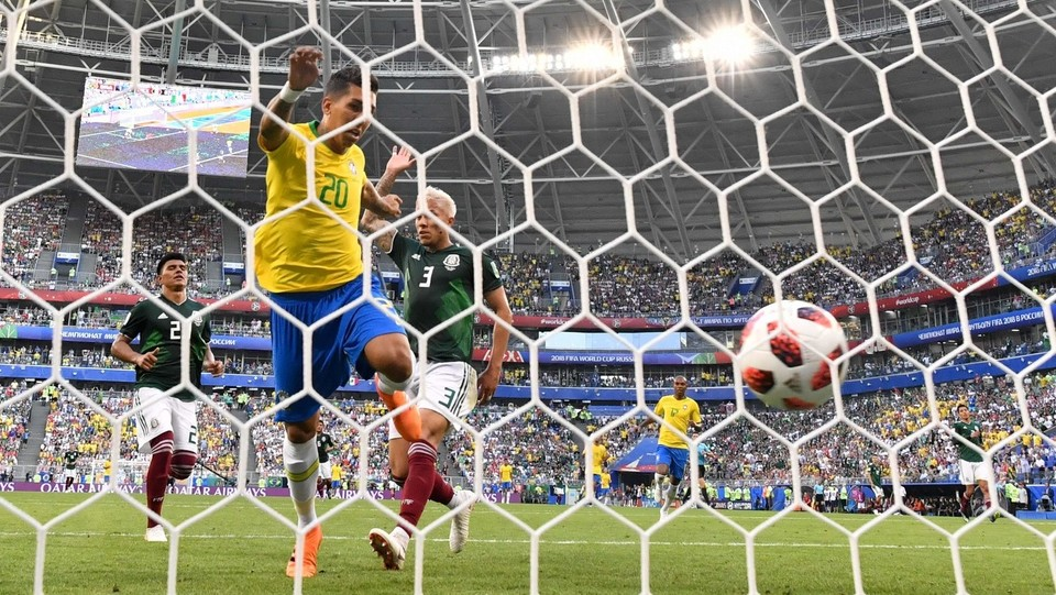 Firmino insacca il gol che chiude la partita ©AFP/LaPresse