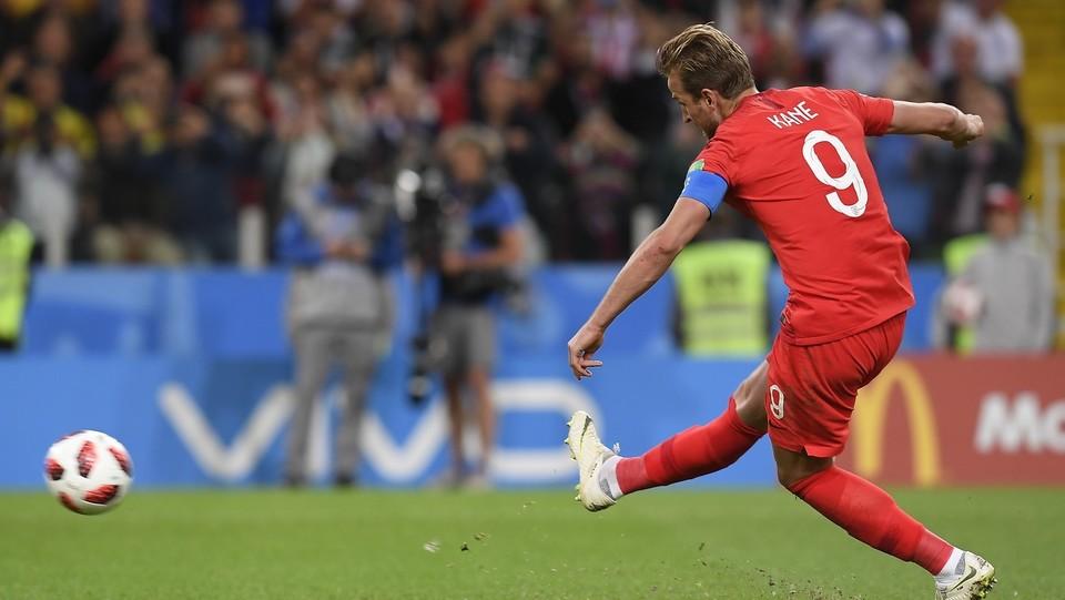 Harry Kane (Inghilterra) segna il primo gol su rigore ©Fabio Ferrari/LaPresse
