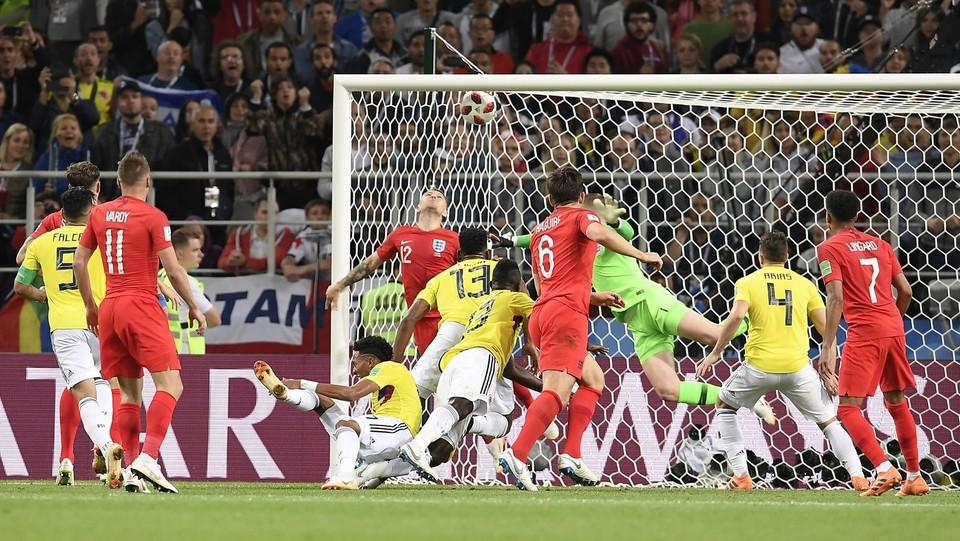 Mina segna il gol dell'1-1 contro l'Inghilterra ©Fabio Ferrari/LaPresse