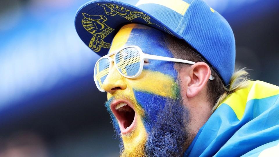 Un tifoso della Svezia durante la partita dei quarti di finale contro l'inghilterra allo stadio Samara ©PA/Lapresse