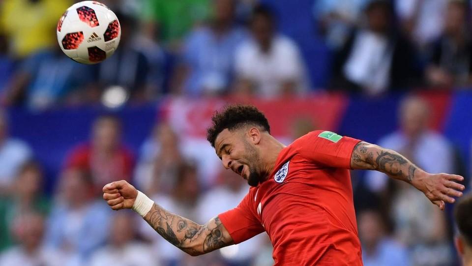Colpo di testa del difensore dell'Inghilterra Kyle Walker ©AFP/LaPresse