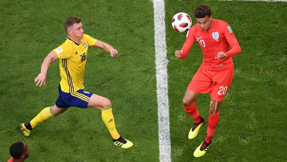 L'azione del secondo gol dell'Inghilterra segnato dal centrocampista Dele Alli ©AFP/LaPresse