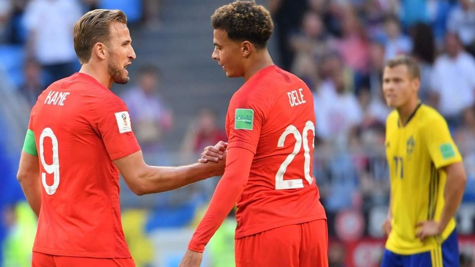 Dele Alli e l'attaccante dell'Inghilterra Harry Kane dopo il secondo gol ©AFP/LaPresse