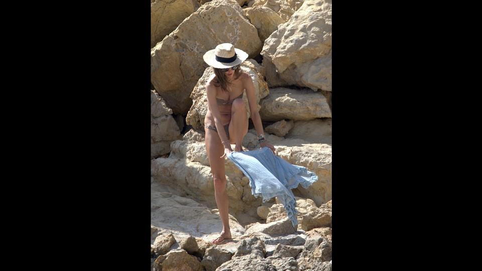 Alessandra Ambrosio al mare ad Ibiza ©Agencia /LaPresse