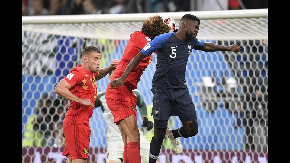 50' Samuel Umtiti segna e porta la Francia in vantaggio: 1-0 ©Fabio Ferrari/LaPresse