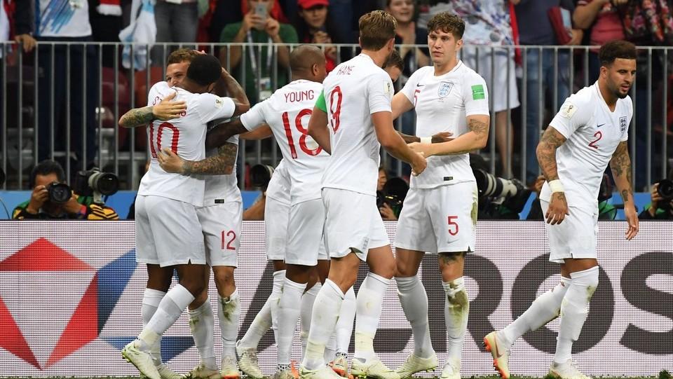 L'Inghilterra esulta dopo il gol del vantaggio ©AFP/LaPresse