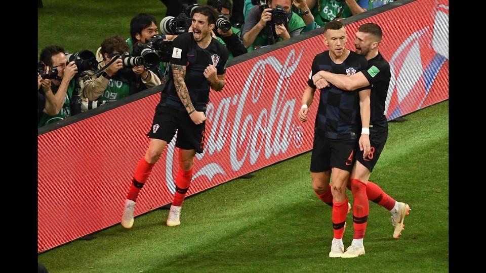 I giocatori della Croazia festeggiano dopo il gol ©AFP/LaPresse