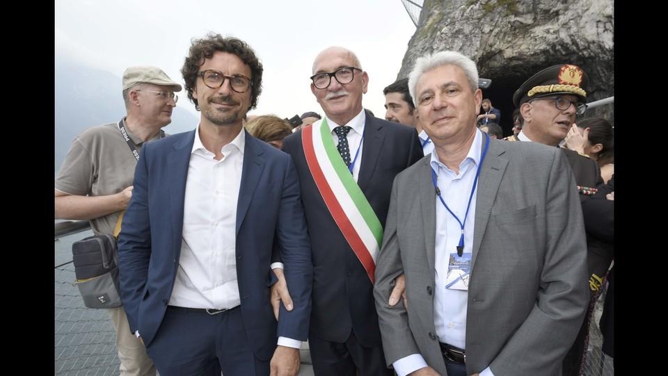 Danilo Toninelli all'inaugurazione della pista ciclopedonale sul Lago di Garda ©Stefano Cavicchi/LaPresse