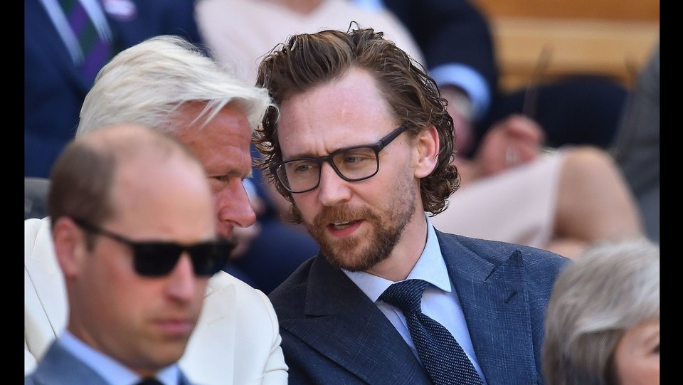 Tom Hiddleston siede subito dietro i reali ©AFP/LaPresse