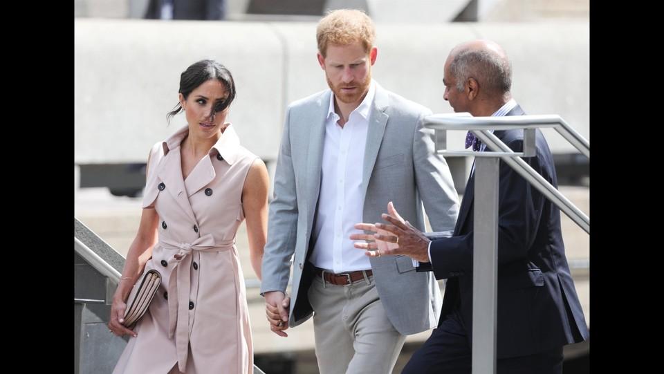 Il principe Harry e Meghan Markle celebrano il centenario di Nelson Mandela alla mostra londinese ©BACKGRID/La Presse