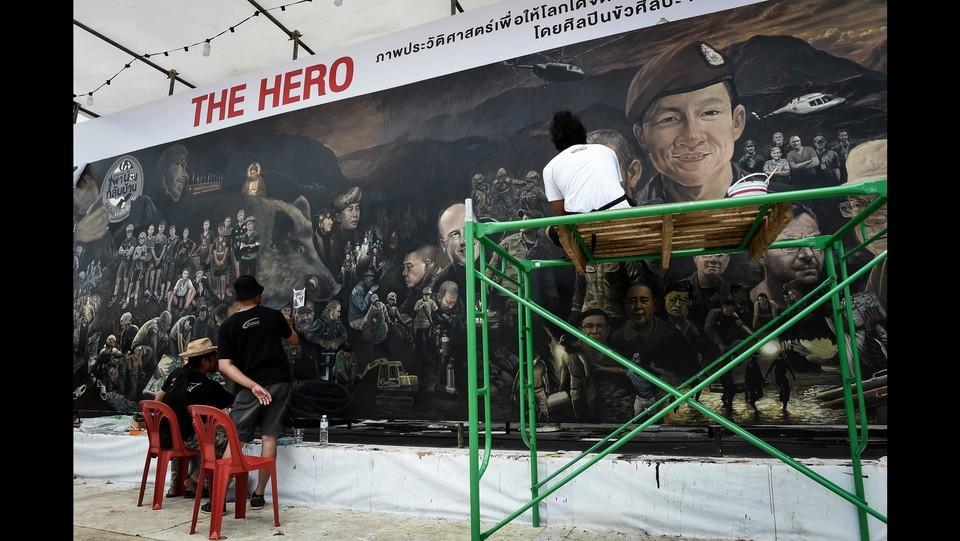 Thailandia, un murales per celebrare la squadra salvata nelle grotte ©AFP/LaPresse