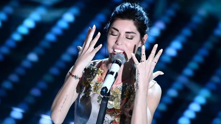 Sassari, Bianca Atzei si esibisce ma il concerto è abusivo: denunciati titolari del lido