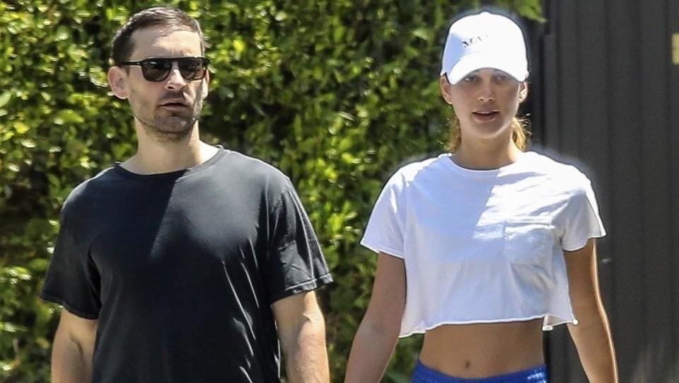 Tobey Maguire e la sua fidanzata Tatiana Dieteman lasciano la palestra di West Hollywood ©Backgrid
