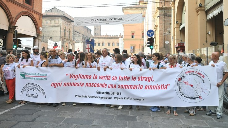 """Strage di Bologna, 38 anni fa 85 morti. Mattarella: """"Ancora zone d'ombra"""""""