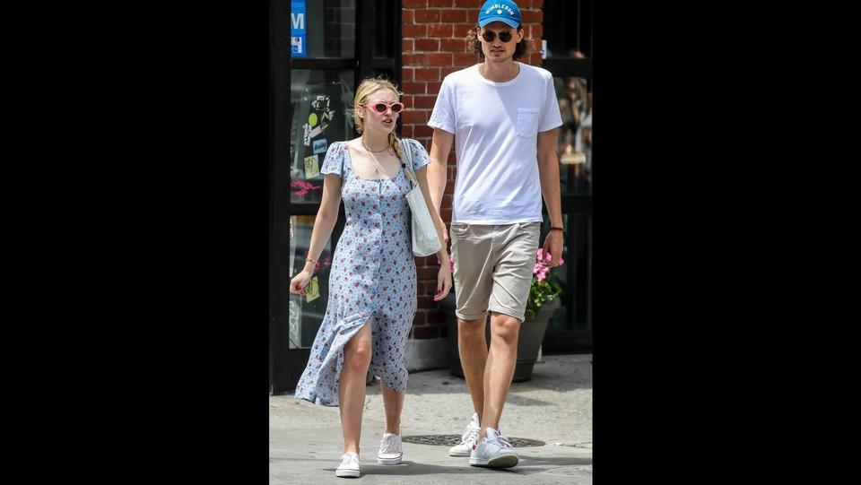 Dakota Fanning e Henry Frye vanno pranzo a New York ©Backgrid